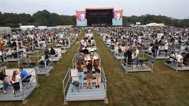 世界首場「社交距離」演唱會這樣開!2500人各自站框框內High翻:比想像中更棒耶!