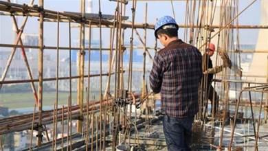 他回嘴長輩「錢有很難賺嗎?」挑戰到工地做粗工,一個禮拜就讓他凍未條了!
