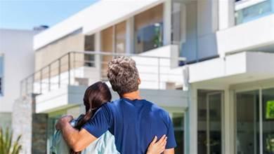 月入各3.5萬怎麼成家?夫妻「每月剩1萬」計畫買房生子 網勸:不用想