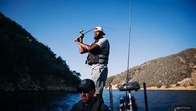 官方玩梗最致命!NBA曬球星釣魚照,喬治領銜,卻沒有湖人球員!